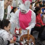 Entrega de ovos de Páscoa aos pacientes