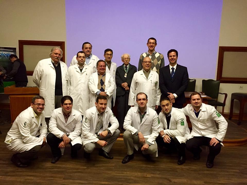 Prof. Napoli e médicos do IOT