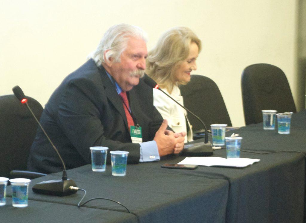Professor Titular Gilberto Luis Camanho e Profª Ana Lúcia Lei M. Lima (Médica Chefe do CCIH)